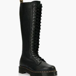 Dr Martens Doc Martens black 20 eyehole boots